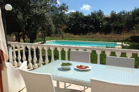 Luxury Villa with Pool next 2 Beach - Vila