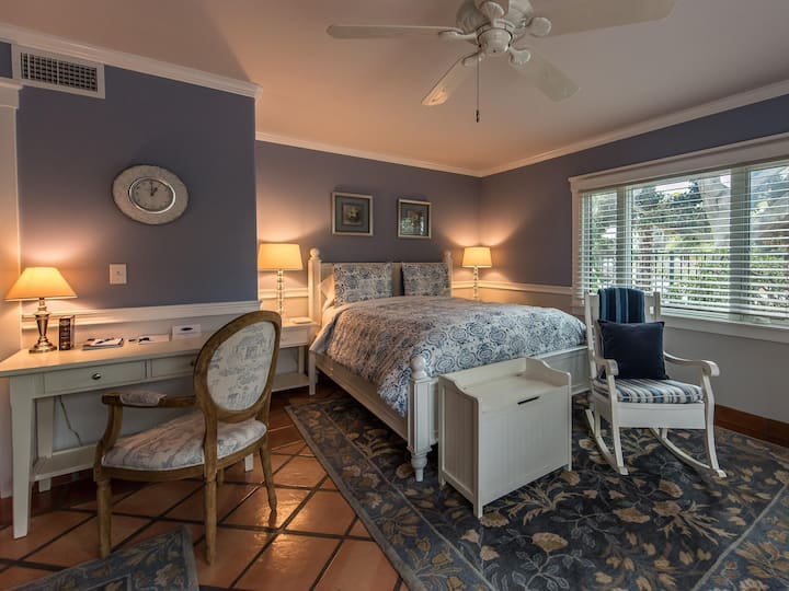 Nantucket Queen Bed Suite in Luxe Bed & Breakfast