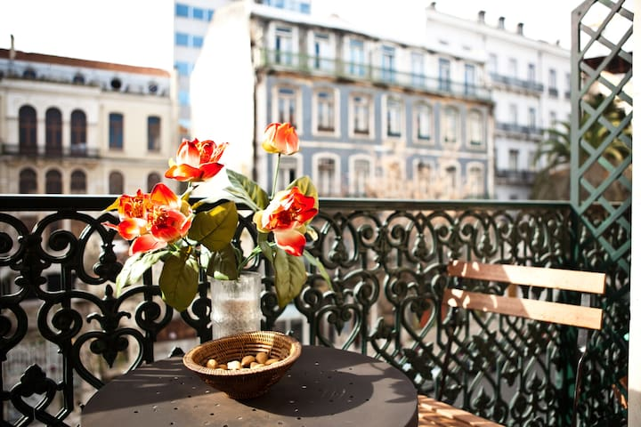 Heart of Lisbon: varanda and  A/C - Lizbona - Apartament