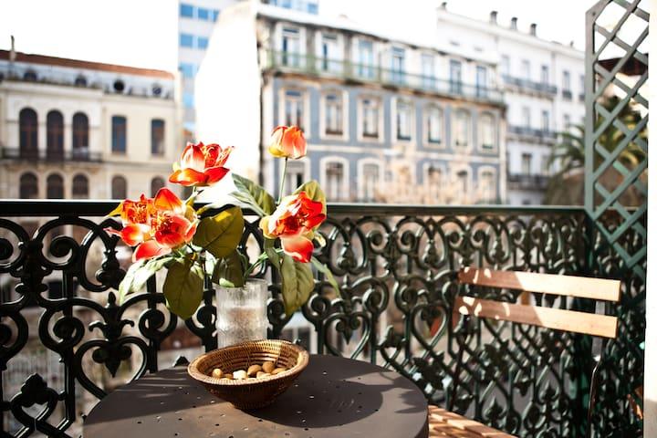 Heart of Lisbon: varanda and  A/C - Lisboa - Apartamento