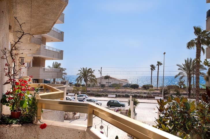Apartment on beach, near Barcelona! - Pineda de Mar - Lejlighed