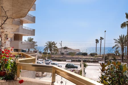 Apartment on beach, near Barcelona! - Pineda de Mar - Wohnung