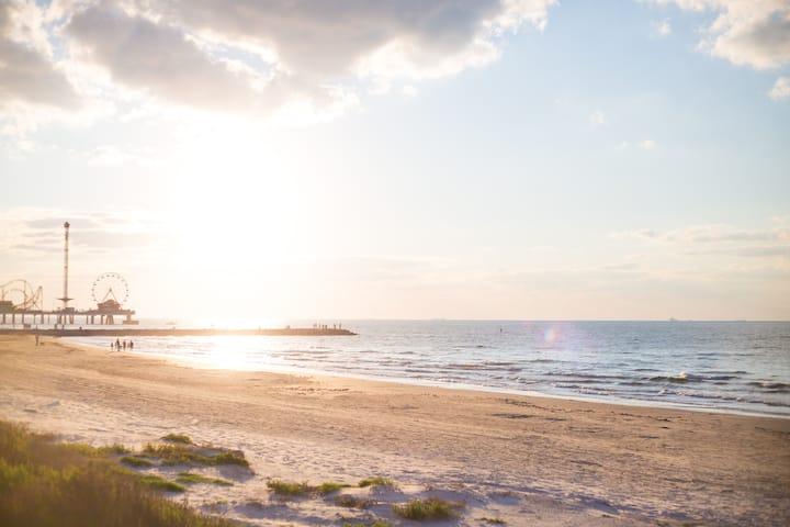 Beach Front Condo- Cozy for Family In Casa Del Mar