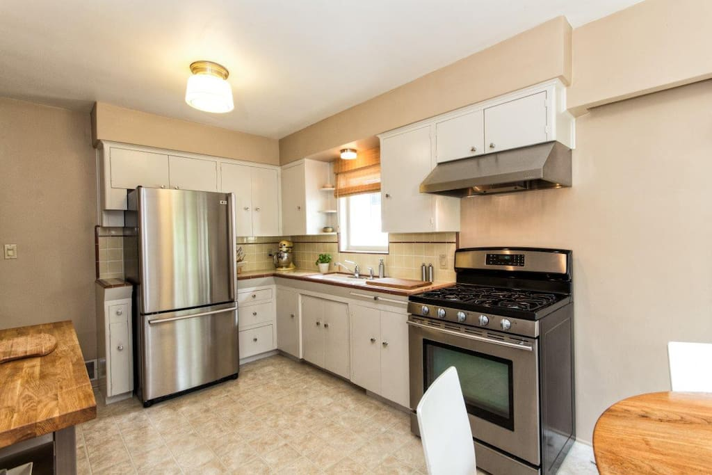 Fully equipped kitchen w/gas stove.