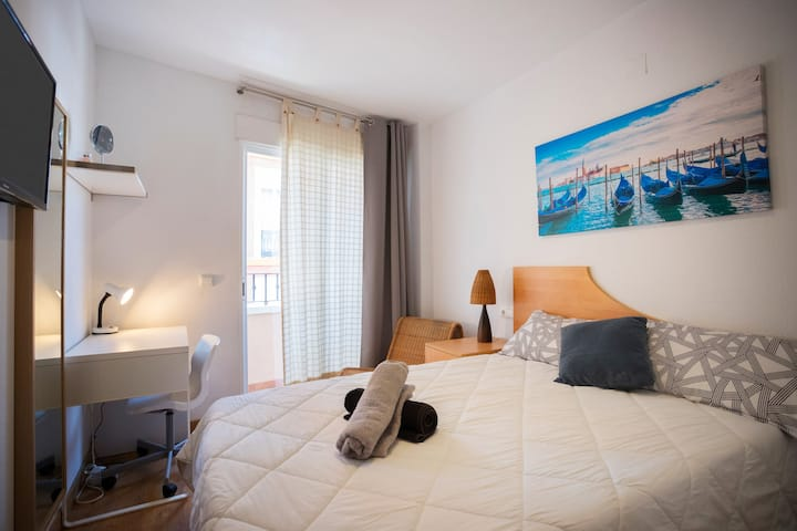 Room+balcony and door key lock!BEACH 10min walk!!