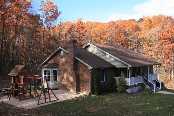 Old Wagon Lodge in Shenandoah Woods - Luray - House