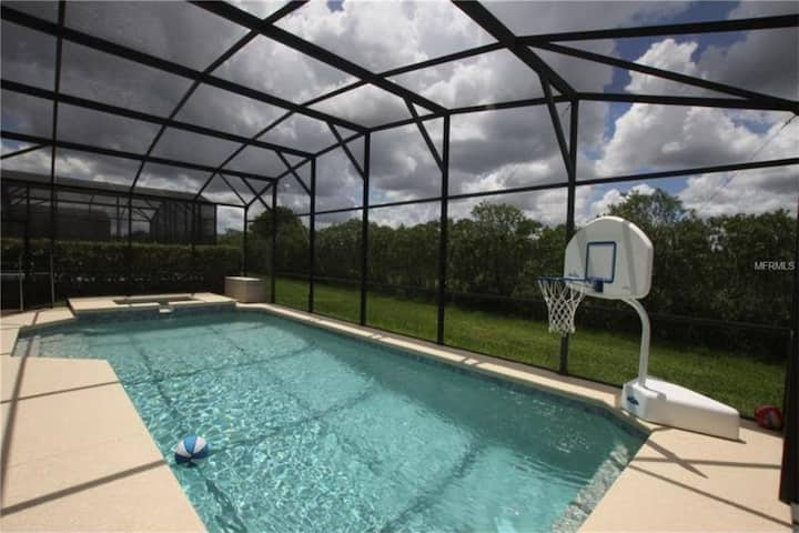 Stunning 5b/5b pool home just 9 miles from Disney!