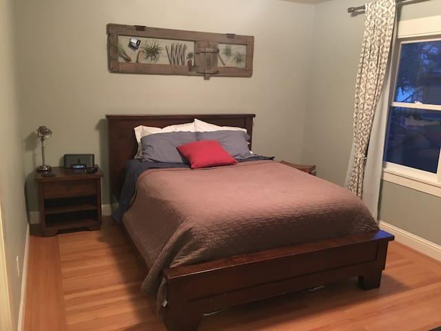 Bay Area Gem: 2 Spacious bedrooms, private bath