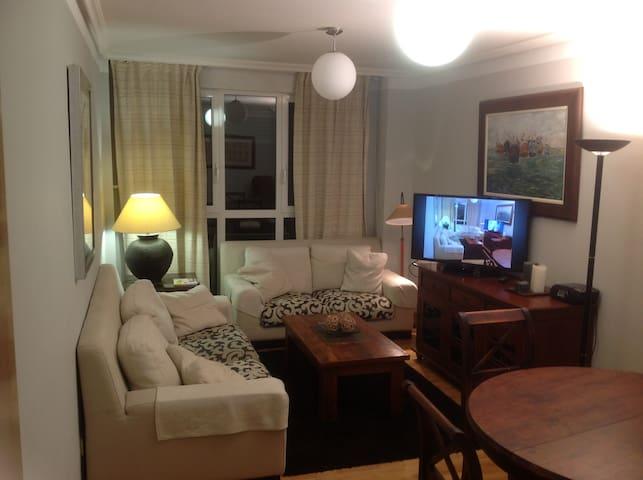 Apartamento con piscina, garaje y pista de pádel
