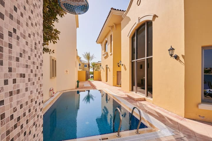 Private 5 bedrooms Villa in frond 0, Palm Jumeirah