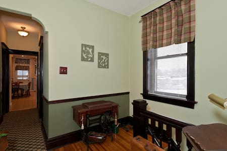 DUTCHTOWN GEM LLC: 4 mi so.of Arch - St. Louis - Apartment