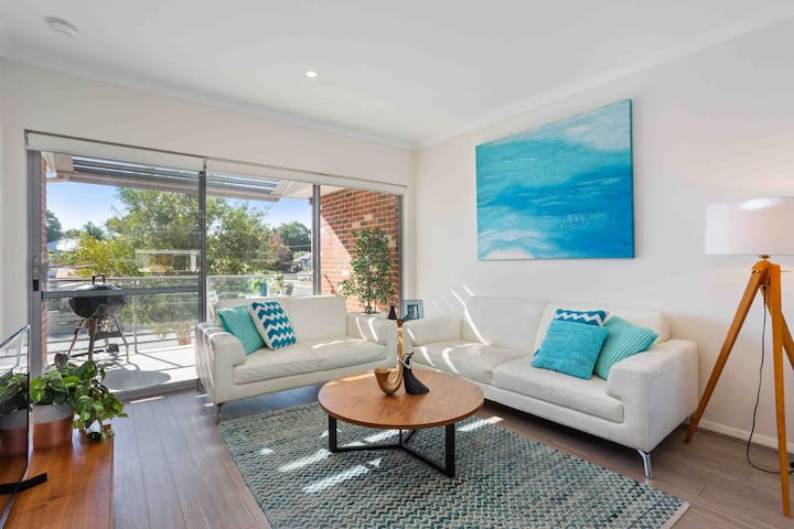 Escape to Luxe Spacious 2x2Apt mins to Swan Valley