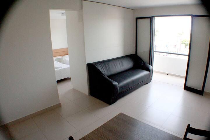Sala com TV à cabo e Wifi no quarto.