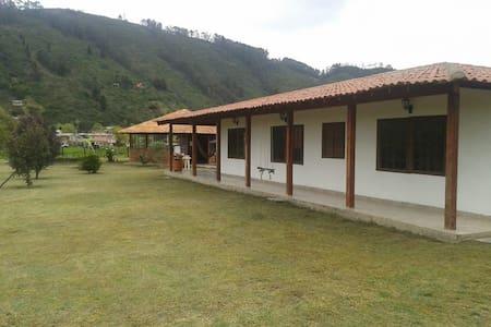 Hermosa finca muy cerca de Bogotá. - Tenjo