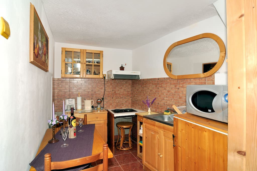 Tiled & equiped kitchen