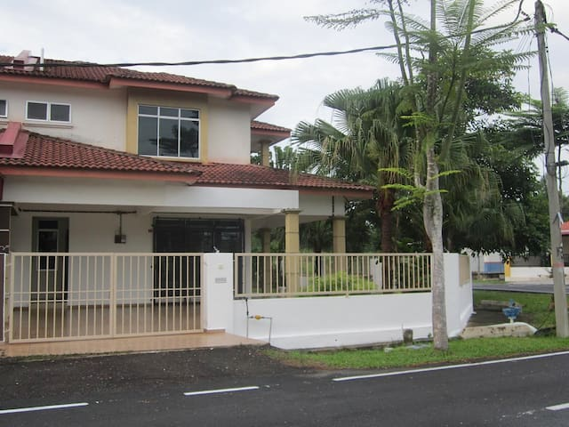 D'VILLA HOMESTAY - Segamat District - House