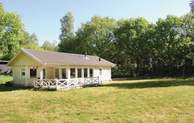 Holiday cottage with 3 bedrooms on 63 m² in Gärsnäs