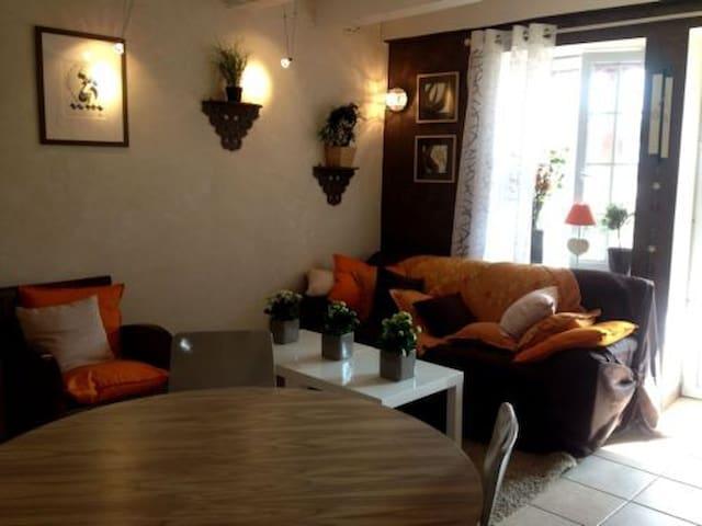 Gîte 4P & piscine en courts séjours - Champagny-sous-Uxelles - Apartament
