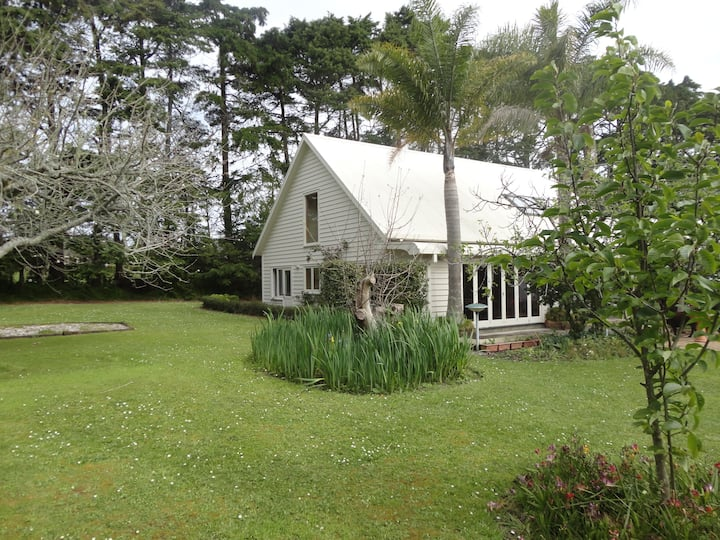 Stunning 3 Acre Property- Cottage