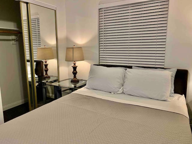 Private Room minutes away from Beach Area