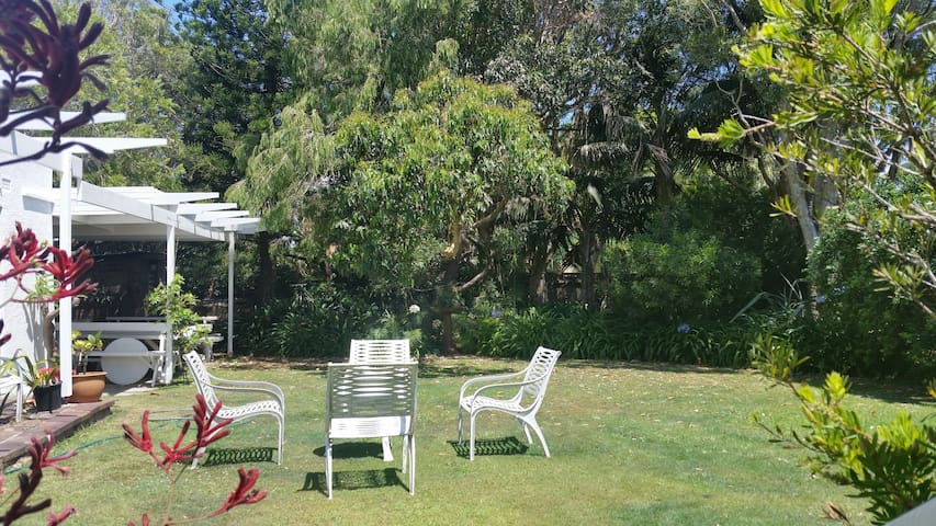Vaucluse Garden Oasis