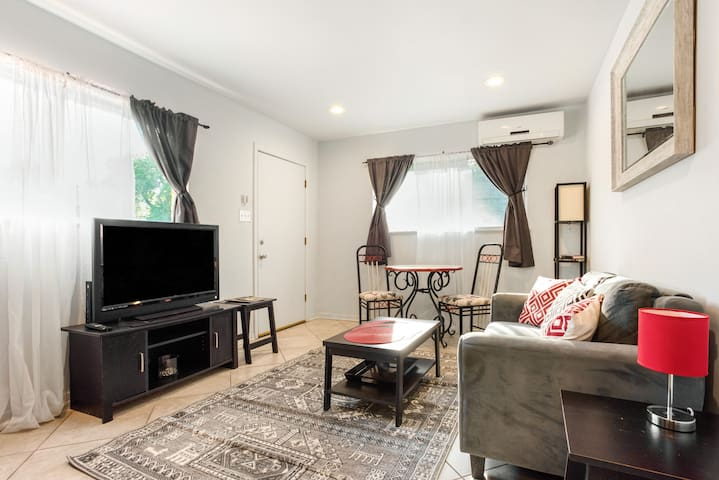 Cute, Clean, Cheap 1/1 in Zilker - walk to park