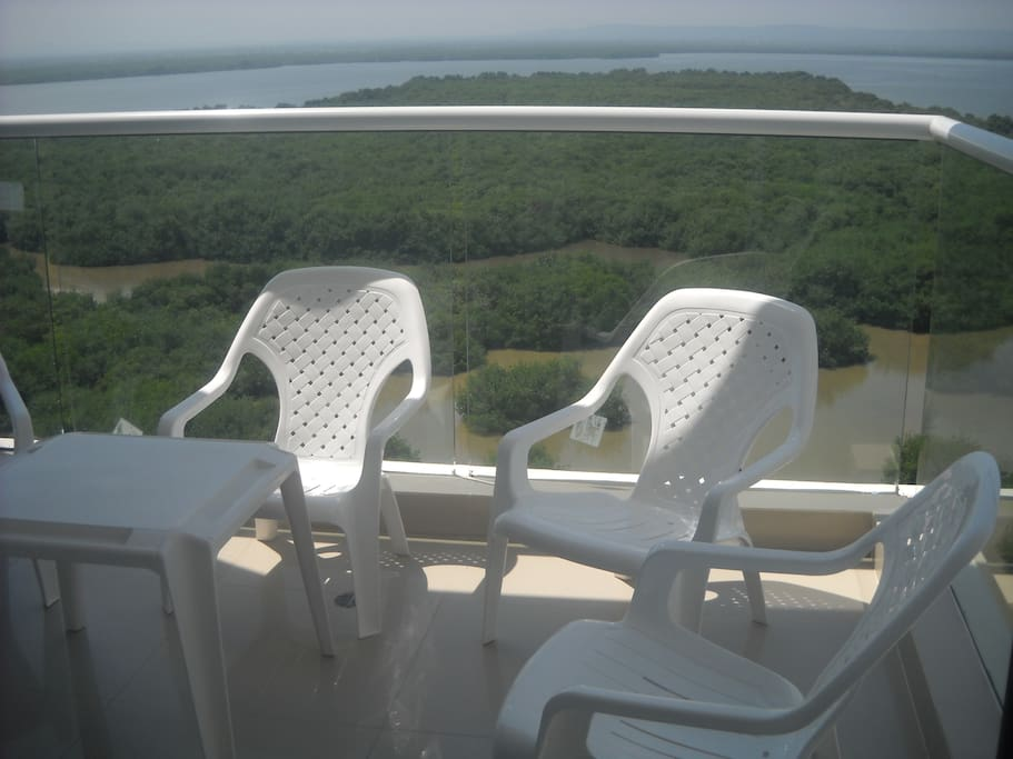 Balcon privado con vista a la cienaga