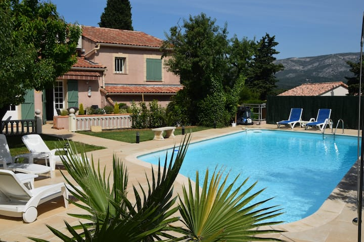 Spacious provencal villa with pool