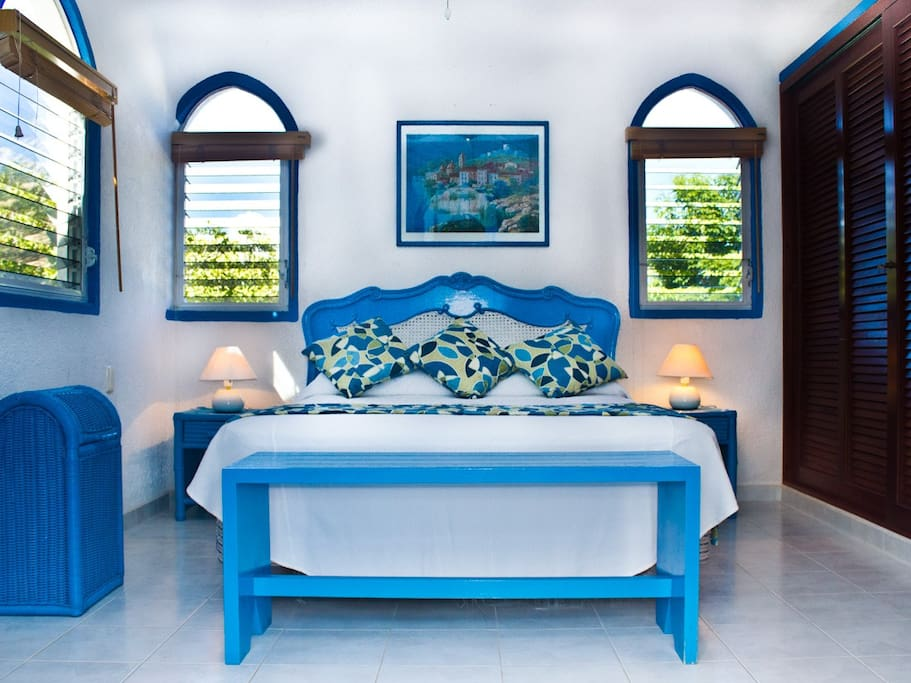 Hellas Room with Queen bed and private bath