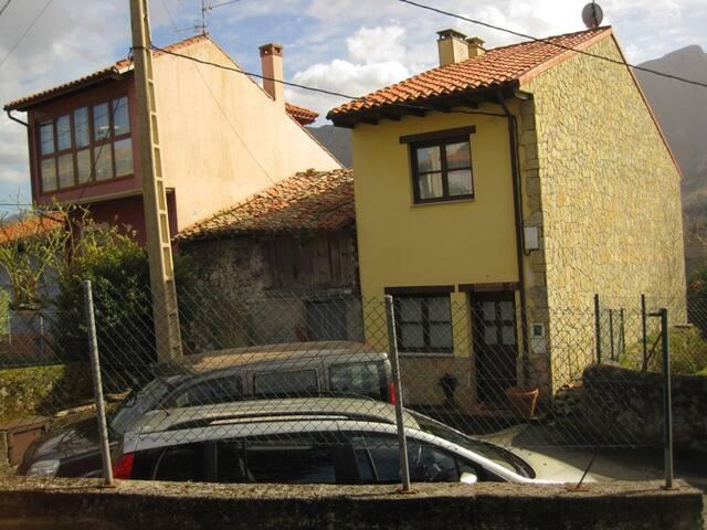 Casa/dúplex con dos dormitorios - llanes - บ้าน