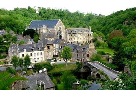 Amazing house in Léhon-Dinan - Léhon