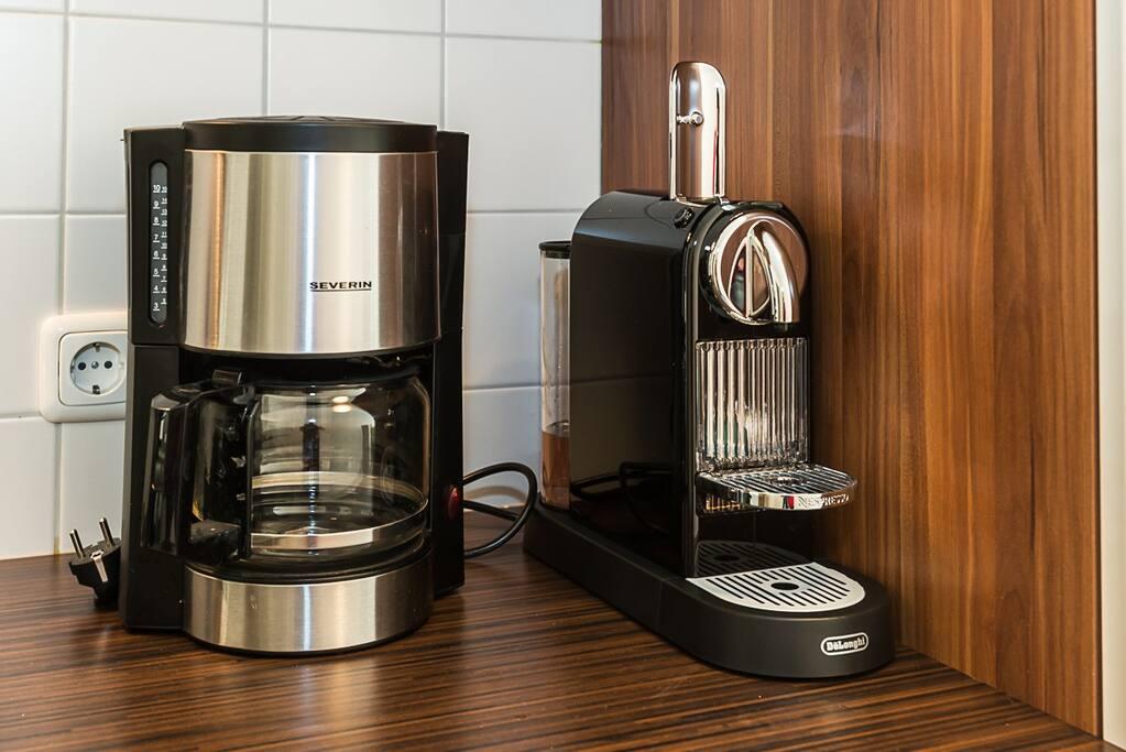 Kaffe und Nespresse Maschine
