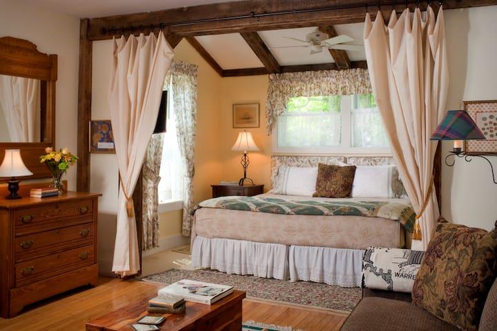 Alluring Allen Suite @ West Hill House B&B - Warren - Bed & Breakfast