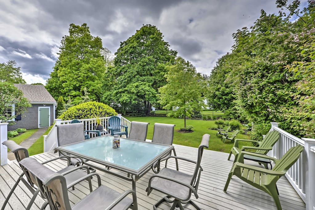 Enjoy afternoons spent on the spacious deck!