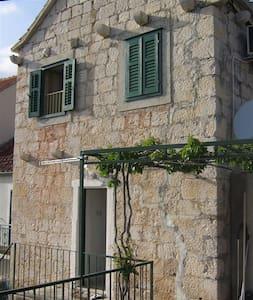 "House ""Stara kuca"" 2+1 person - Rumah"