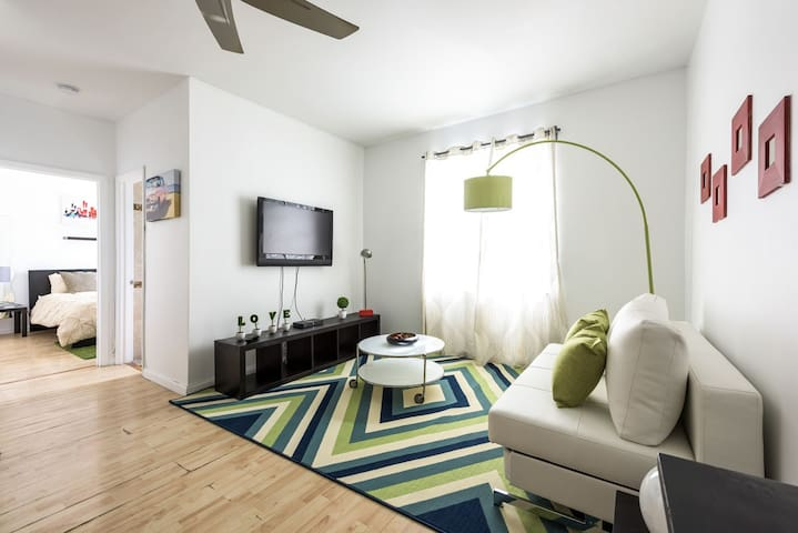SOBE 1 Bedroom 2 Blocks from Ocean on Collins Ave