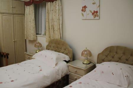En-suite double/twin room in Goring - Worthing - Bed & Breakfast