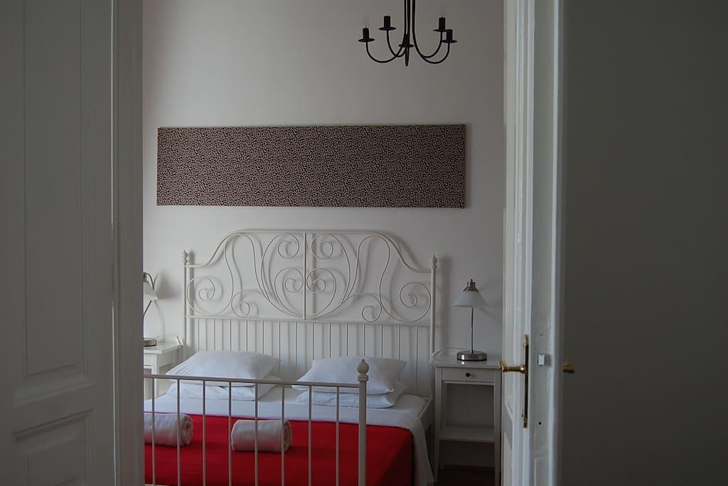 ensuite smaller bedroom ( bed size 160 x 200 )