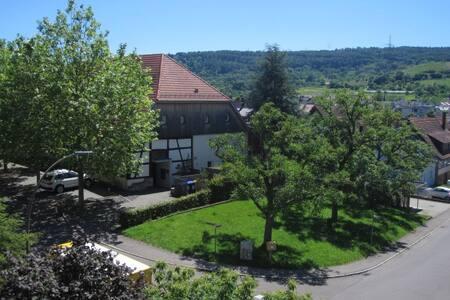 Moderne, sehr sonnige Wohnung mit Garten - Weinstadt