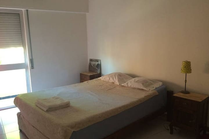 SPACIOUS SUNNY ROOM, DOWNTOWN W/ PRIVATE BALCONY - Far - Pis