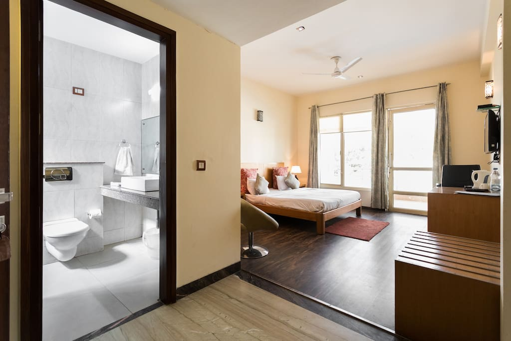 Airbnb studio apartment golf course road gurgaon for Airbnb apartments
