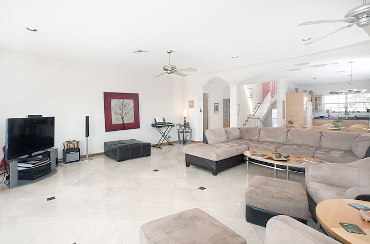 Miami Beach Dream House - Sleeps 14 - Miami Beach - House