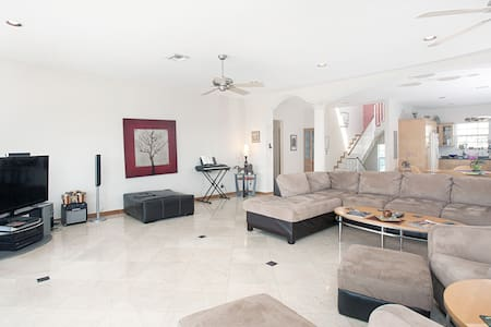 Miami Beach Dream House - Sleeps 14 - Miami Beach