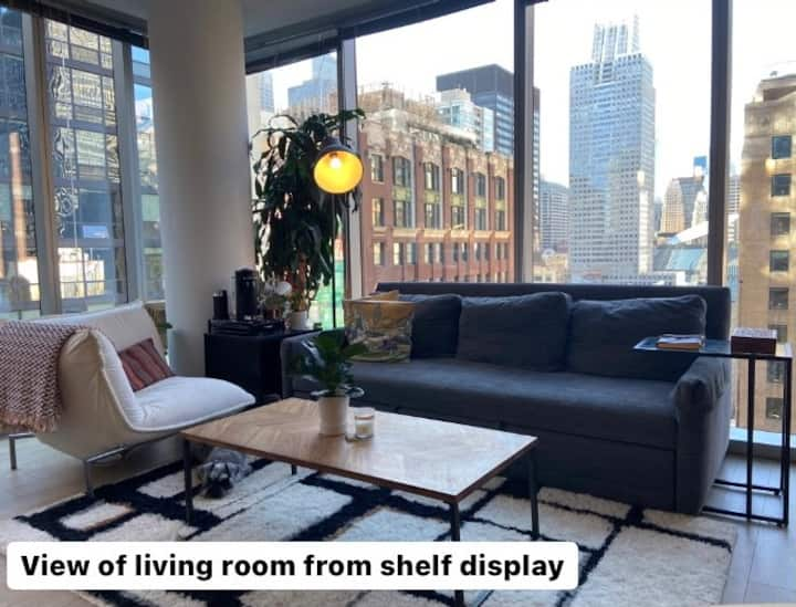 Sunny bedroom & bath in luxury apt on Michigan Ave