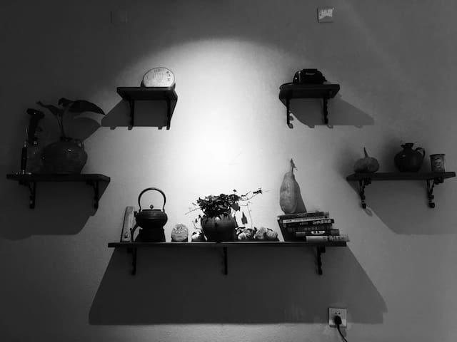 大厅茶室可以听音乐,聊天,看书,喝茶!