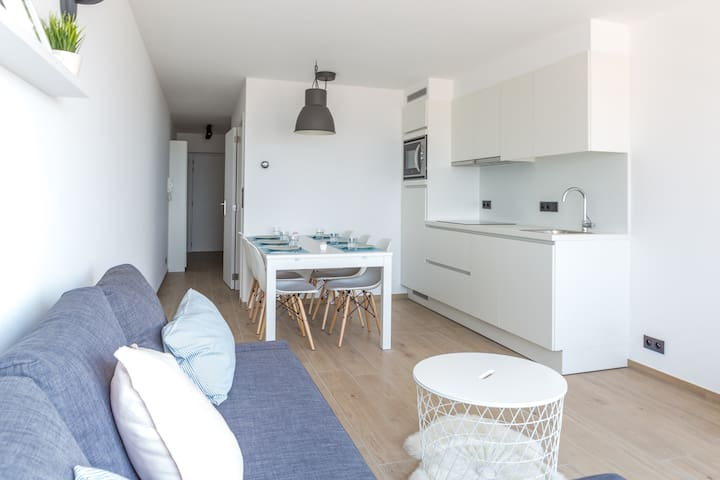 FULLY RENOVATED LUXURY APARTMENT WITH NICE SEAVIEW