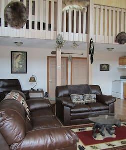 Rural Driftless Area Spacious Cabin - Boscobel