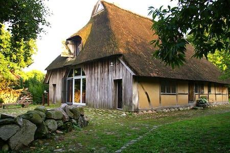 Ferien in historischer Bauernkate - Mannhagen - บ้าน