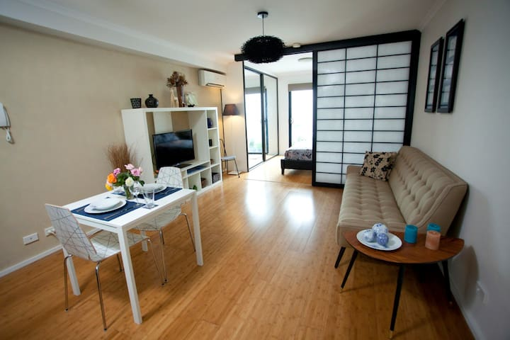 NEWTOWN Mews 14 Condo Slashed solo rate CLEAN +++