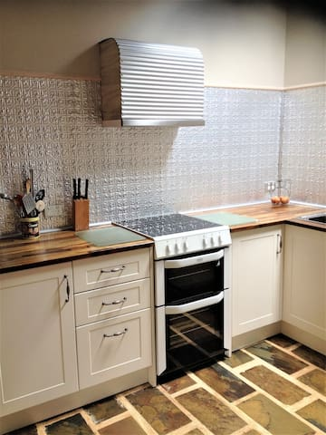 Fully equipped kitchen with dishwasher, microwave, stove/oven and washing machine.